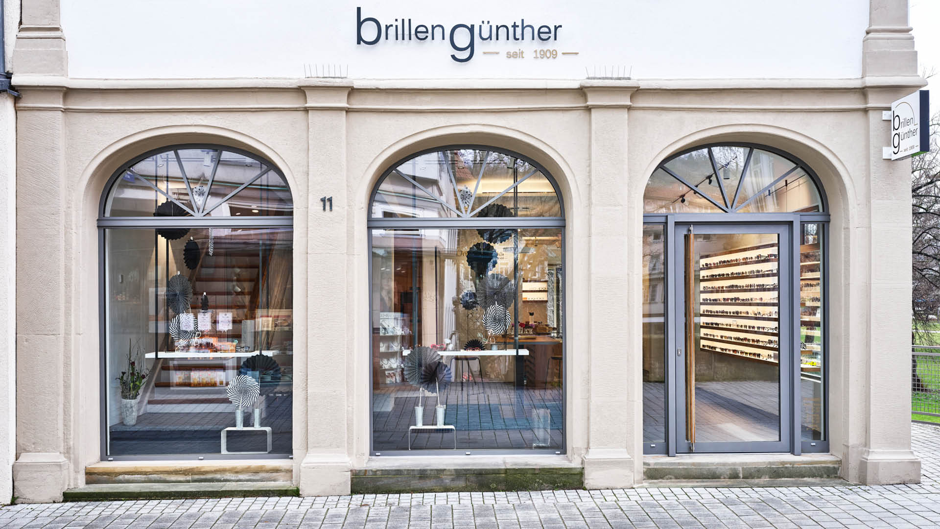 Miller-Ladenbau Optik Günther 01 1920x1080